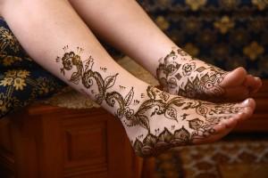 ציורי חינה על הרגליים - טקס חינה